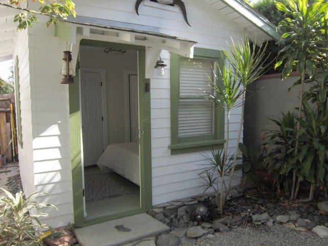 Little House - Whittier - Stuga