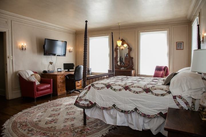 Hodgens Ryan Mansion: Cornelius F. Kelley Room
