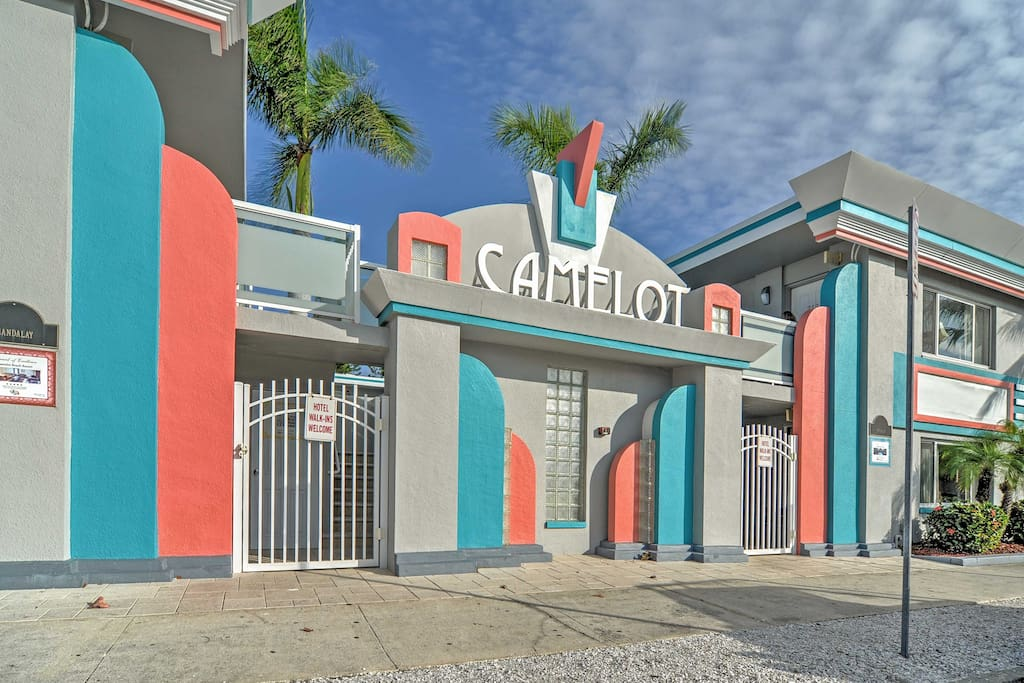 Situated in the award-winning Camelot Beach Resort, this unit is sure to please!