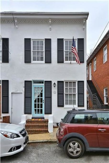 In the Heart of The Historic District in Downtown Annapolis!