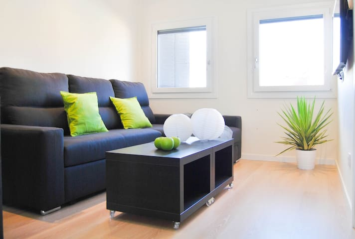 Bright, Charming, Private apt-4pax! - Madrid - Hus