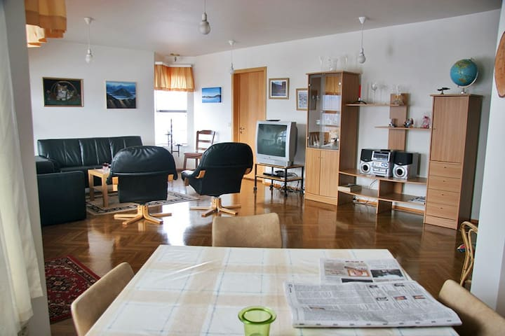 Cozy 3BD apartment with parking - Húsavík - Apartamento
