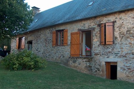 petite maison de pierre - Lagraulière