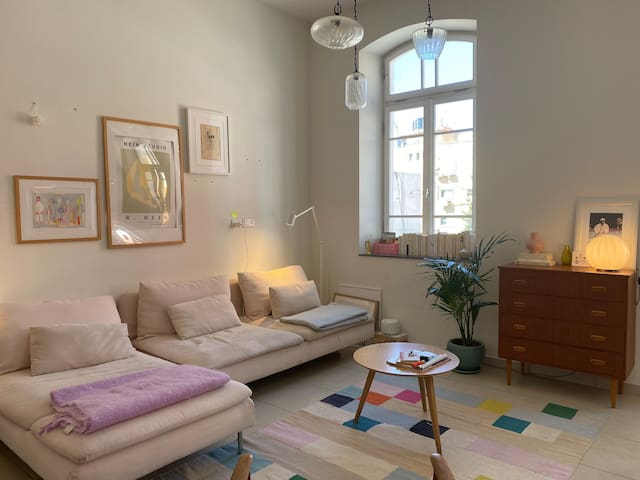 Pink apartment w plants close rothschild