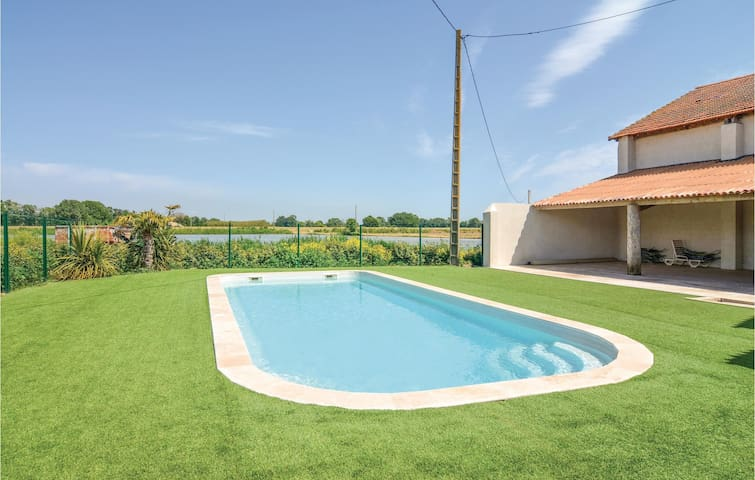 Semi-Detached with 2 bedrooms on 74 m² in Le Sambuc