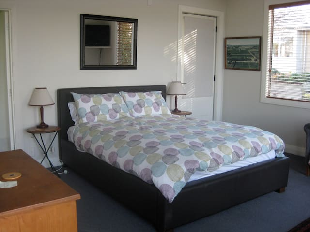 Korohi Vineyard B&B Cottage