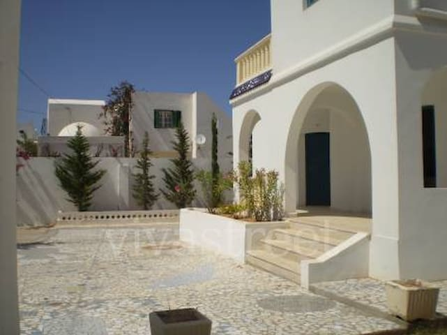 ZARZIS, Tunisie, bord de mer, villa