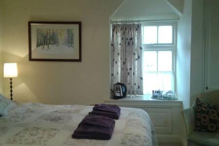 Thorpe Green House Room 1 - Fylingthorpe