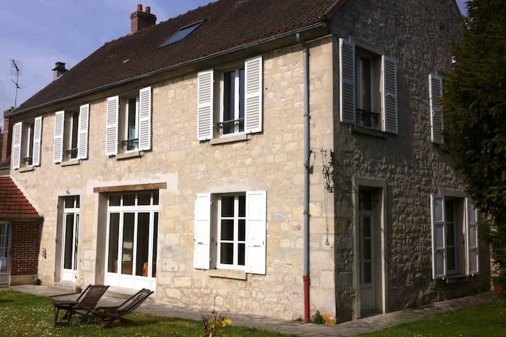 Maison de charme près d'Auvers sur Oise - Nesles-la-Vallée - Hus