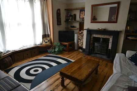 Large & Comfy Double Room - Newport - House
