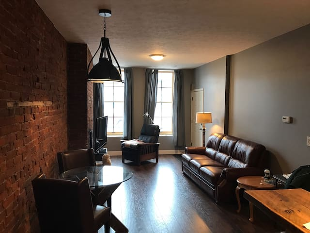 Furnished 1 Bed With Exposed Brick