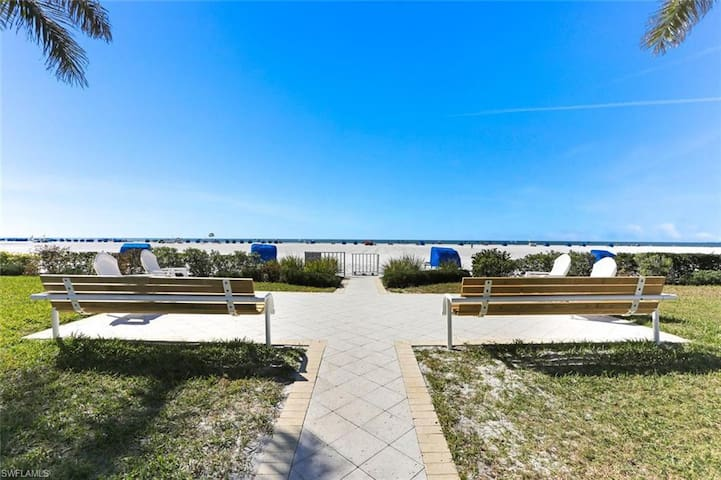Fort Myers Beach Condo 2 Bedrooms/2 Baths