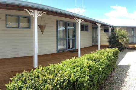 Private unit in beautiful Raglan  - Raglan - Apartment