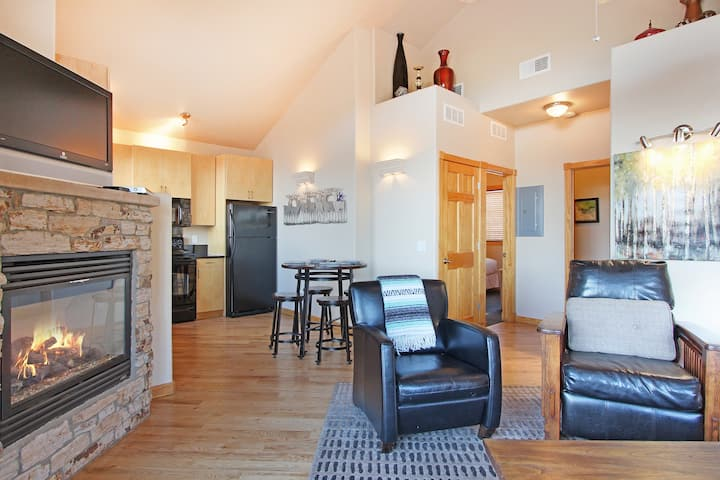 Andrews Peak 14A - 2 Br condo with Private Hot Tub, Fireplace, Marys Lake and Mountain Views