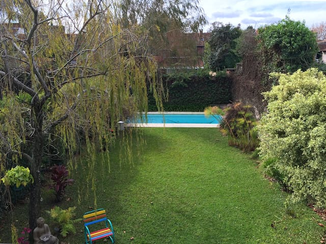 Beautiful garden home at the heart of La Horqueta - Boulogne - Hus