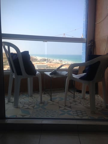Charming Sea view Apartment in Hotel - Bat Yam - Ev