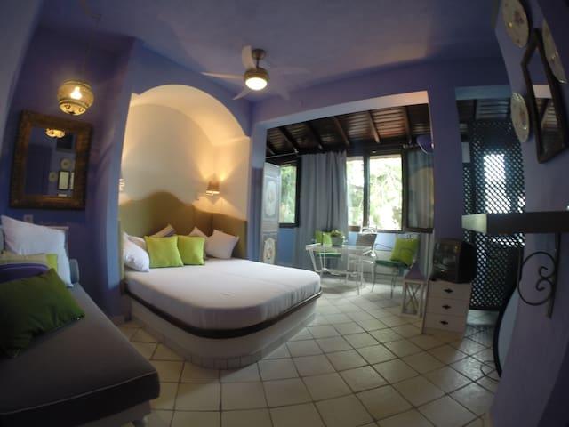 Lovely Studio at a B&B (sleeps 3) - Neos Marmaras - Bed & Breakfast
