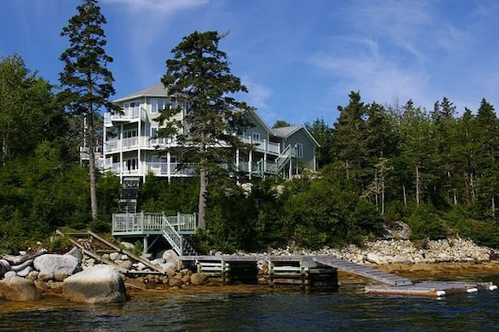 Large ocean frontage nr Halifax, NS - Prospect - Huis