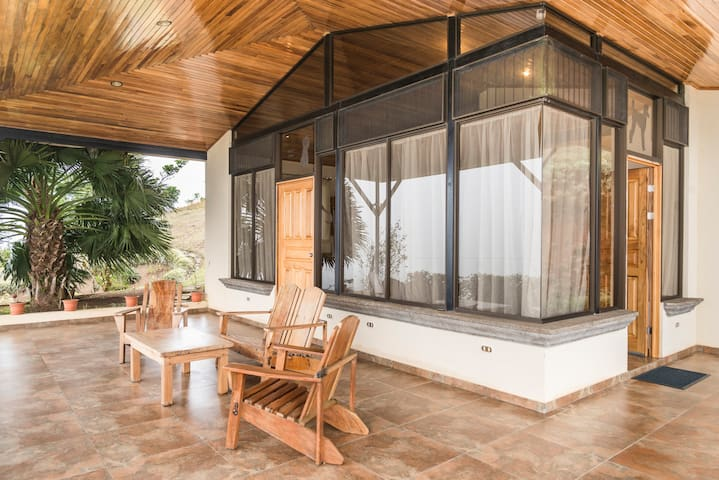 Magical Views, Pura Vida 1BR Casa - San Ramon - Oda + Kahvaltı