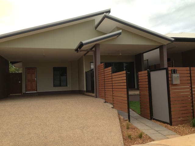 Spacious & cosy room, brandnew - Durack - House