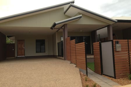 Spacious & cosy room, brandnew - Durack - Dom