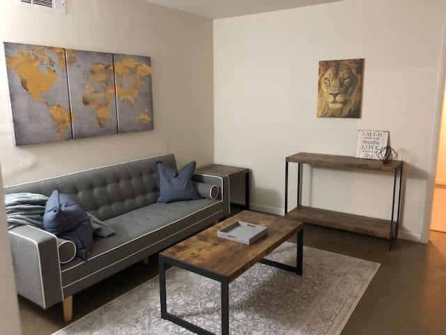 Modern East Point Loft 10mins from ATL Airport