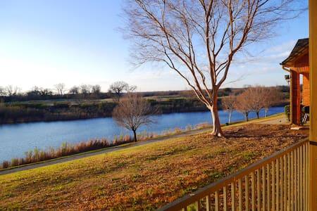Convenient location with Lake View - Гранд-Прери