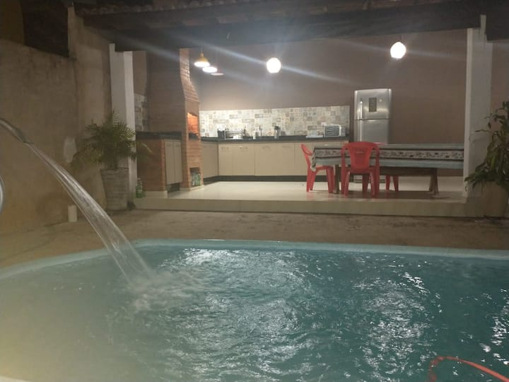 Casa ampla com piscina centro de Brotas .