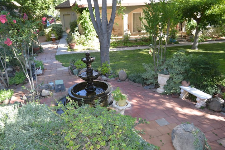 Enchanted Garden Retreat- 30 mins to Sedona