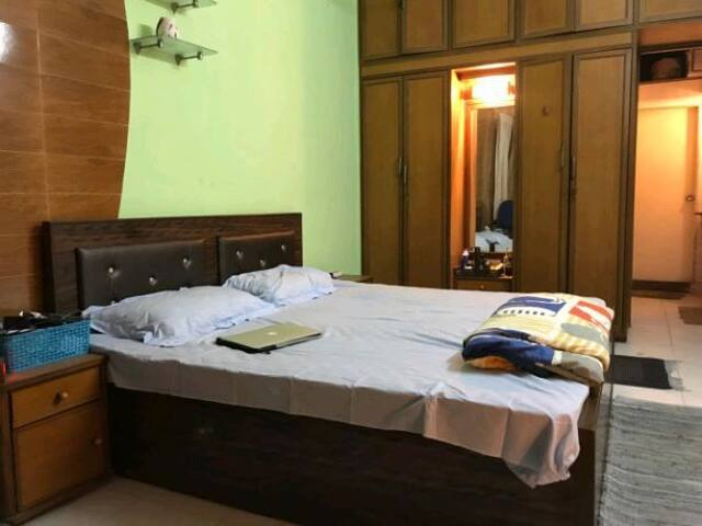 Cosy room in furnished apartment in Mahim West
