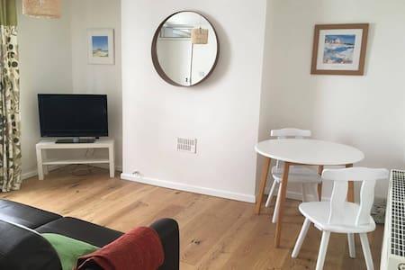 Modern flat, Penryn - Penryn - Apartment