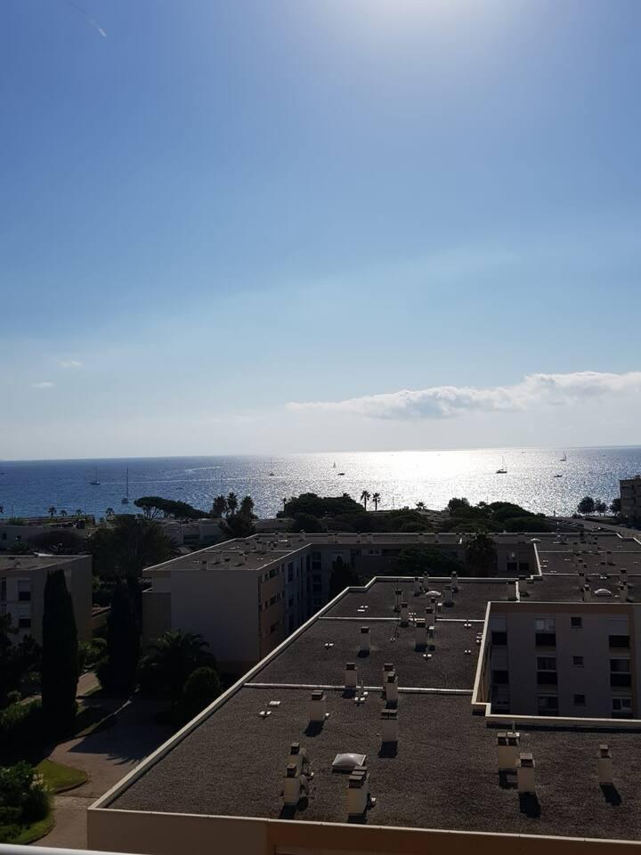 Grand appartement 2 balcons vue mer et Iles d'or