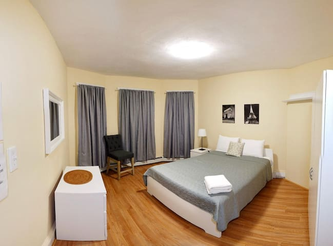 Spacious bedroom in Dorchester (#2)
