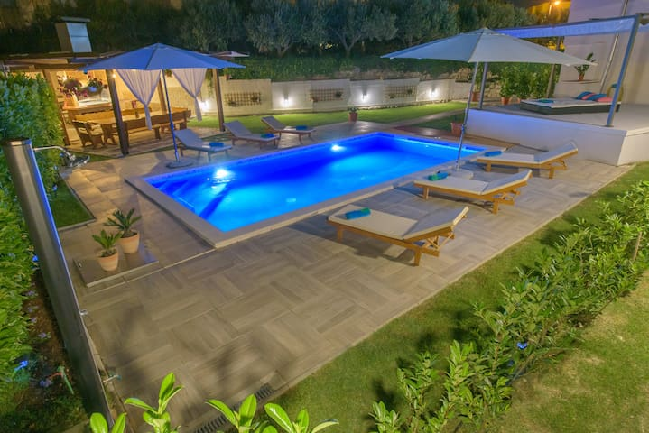 Spacious house with private swimming pool