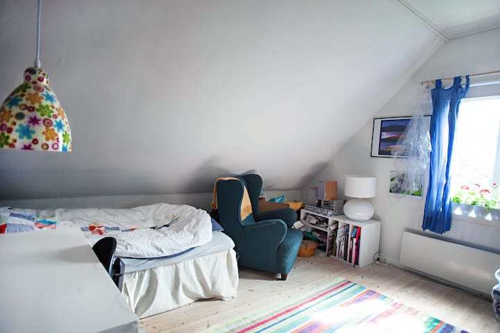10 min to the city - Spacious room in classic home - Bergen - House