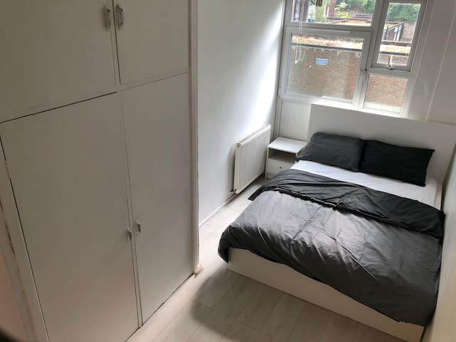 Double bedroom in Hackney opposite station