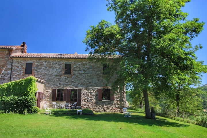 Tranquil Farmhouse near Centre in Umbertide with Garden