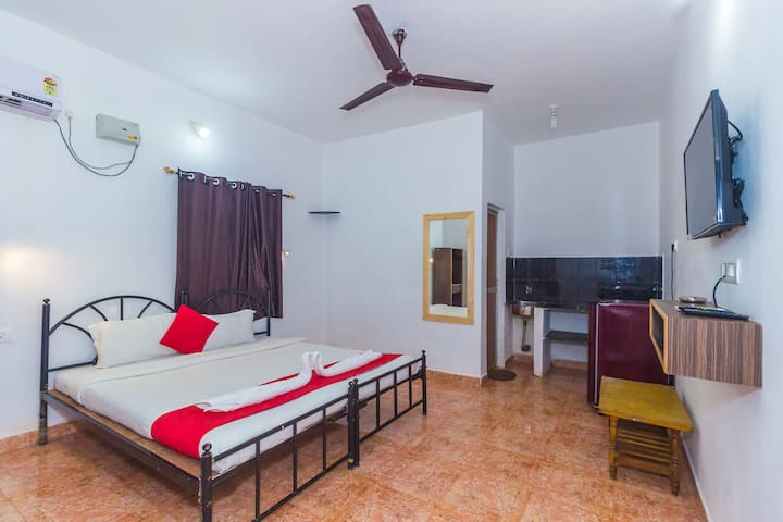 Standard Room 30Mtrs to baga beach TBV
