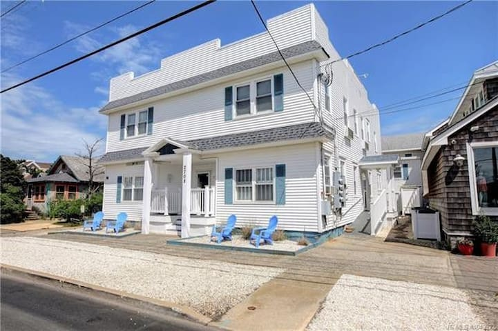 Ship Bottom, 1BR LBI Condo -Ocean Side/Beach Block