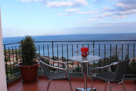 CASA MIRADOURO 2 - Romantic Seaview - Santa Cruz