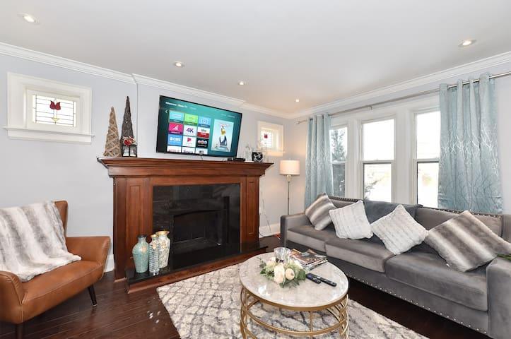 Fabulous house in Popular area of Toronto 3.5 Bath