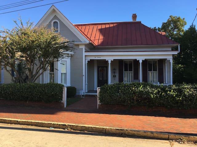 2BR Apt in Historic Home.  Lovely neighborhood.