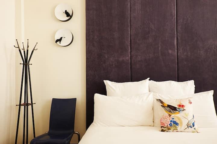 Your Fun Apartment// Room NO.7
