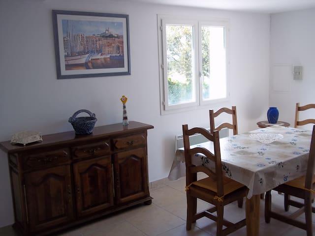 Bel appartement sous villa +jardin 2-4 personnes - Tavernes