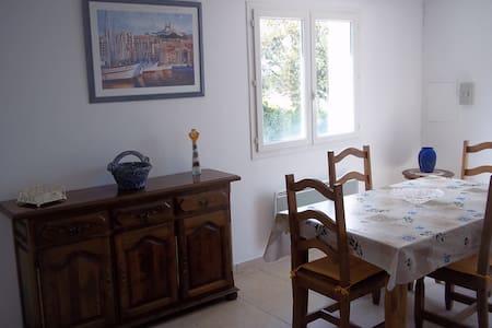 Bel appartement sous villa +jardin 2-4 personnes - Tavernes - Lakás