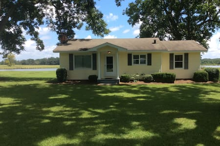 Lakeside Cottage convenient to Montgomery,  Auburn