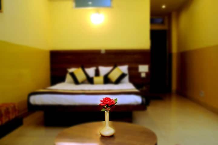 Private room in prime location