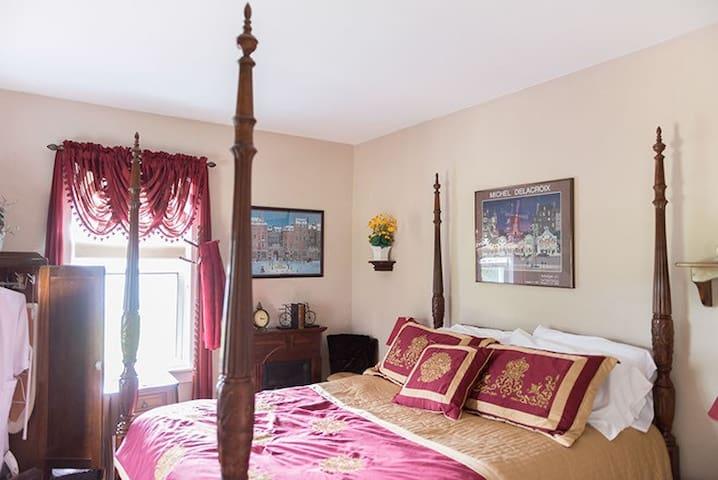 Stone Lake Inn Burgundy Delacroix