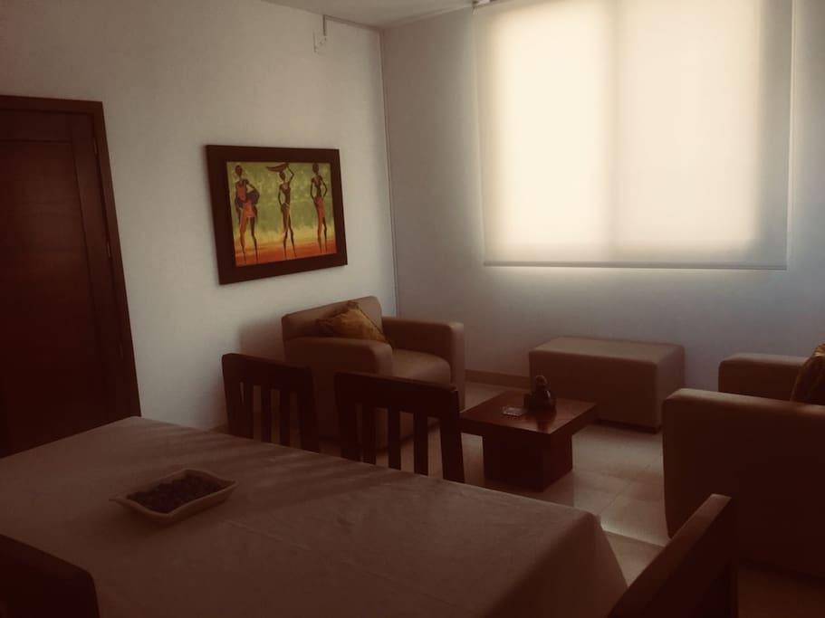 Sala ambiente cálido y moderno