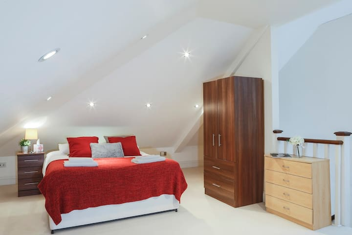 Spacious Loft room / Bedroom 3
